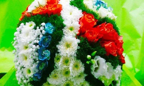 Composition florale pour deuil à Sallanches  casque