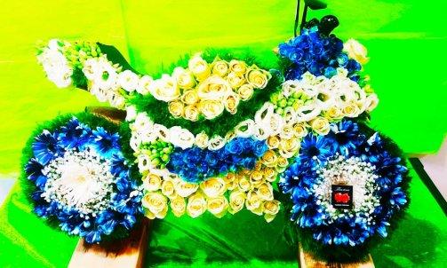 Composition florale pour deuil à Sallanches  moto