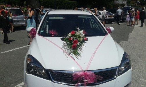 Composition florale pour voiture de mariage à Sallanches